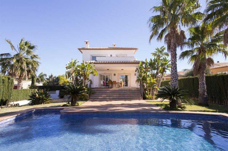 Villa con piscina alquiler Deniasol