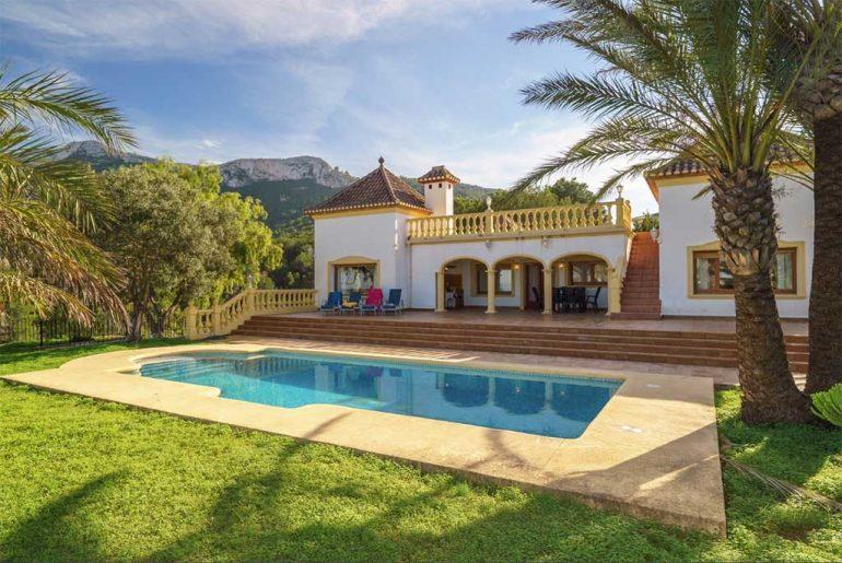 Vivienda con piscina y vistas al Montgó Deniasol