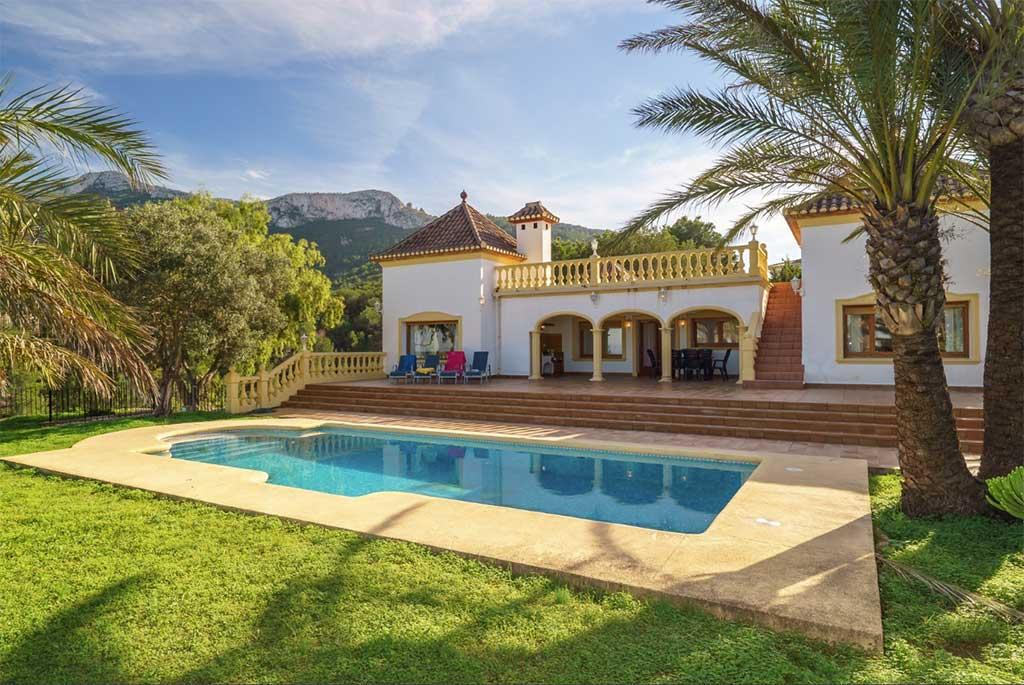 Habitatge amb piscina i vistes al Montgó Deniasol