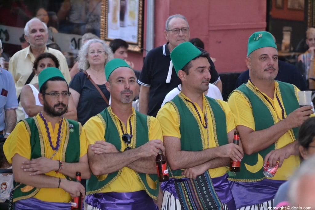 Proclamation Maures et Chrétiens Dénia 2018 - Festeros défilant
