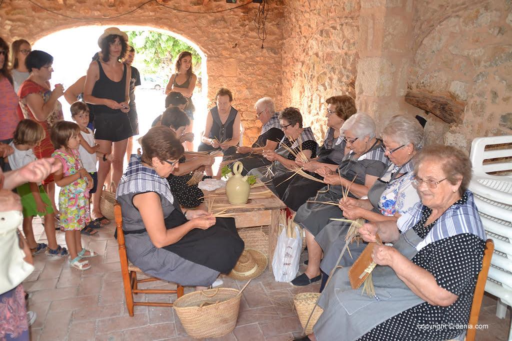 Les femmes dans l'atelier de llata