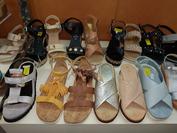 9fd830072a1 La última moda en sandalias y zapatos de verano continúa arrasando ...