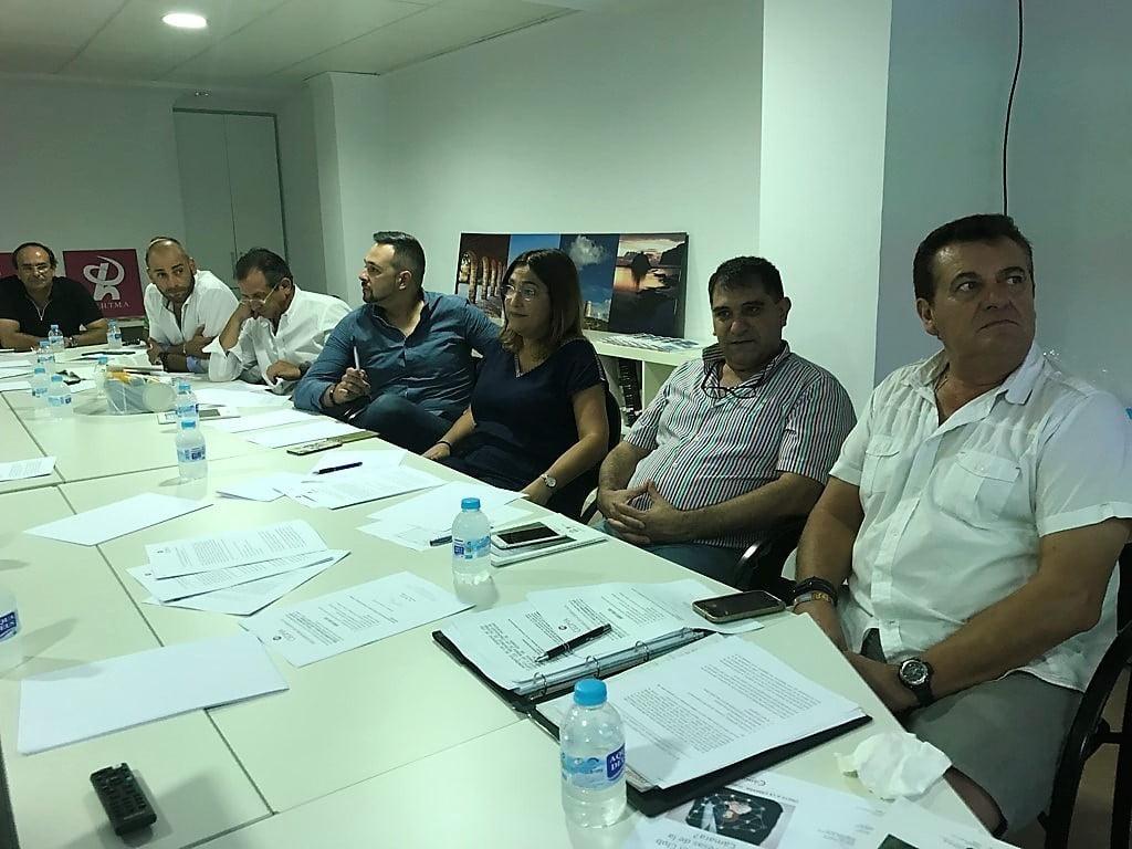 Asistentes a la reunión informativo sobre la Ley de Turismo