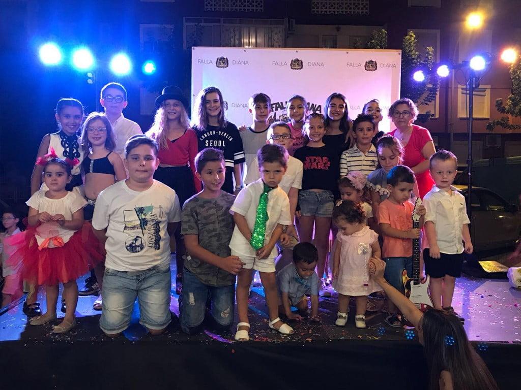 Participants a la festa fi d'estiu de la falla Diana