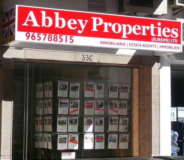Bild: Eingang Abbey Properties