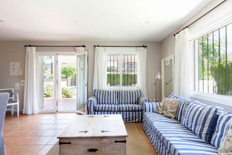 Sala d'estar amb finestral Quality Rent a Vila