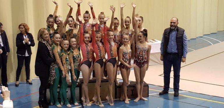 conjunto Infantil club calpe con la dianense  nuria baeza campeón provincial