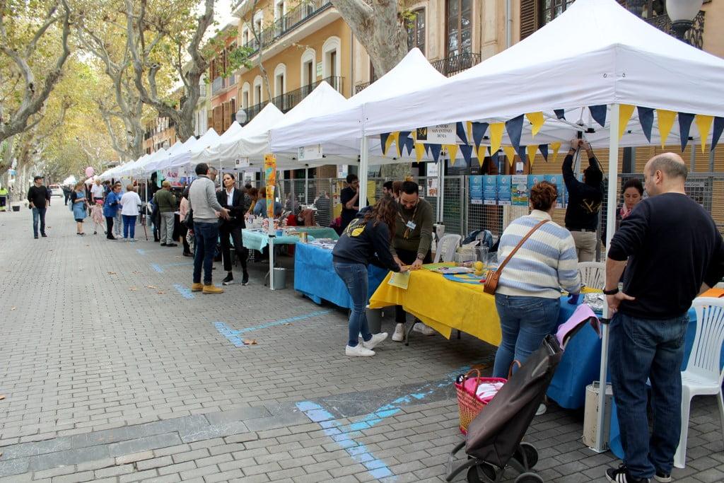 Fira d'Associacions al carrer Campos