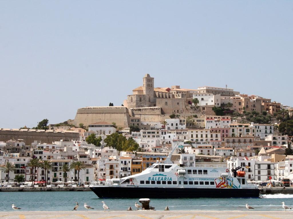 La feria 39 eivissa biodiversitat i cultura 39 sortear viajes a la isla entre los asistentes - Restaurantes en el puerto de ibiza ...