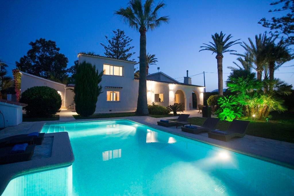 Fant stica villa de lujo con piscina privada ideal para for Villas en calpe con piscina