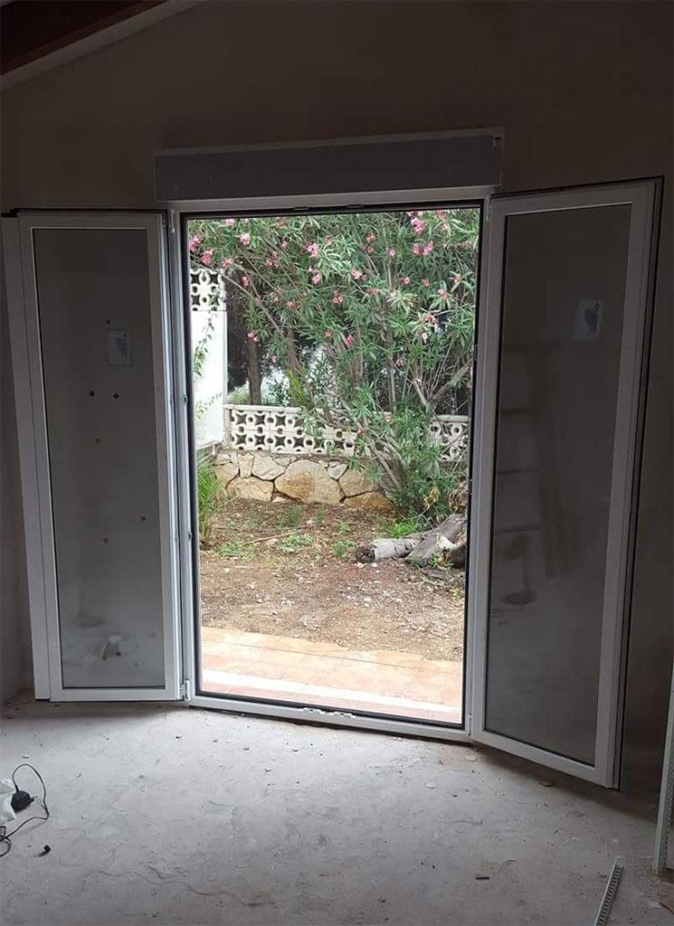 Instalación de nueva ventala Alucardona