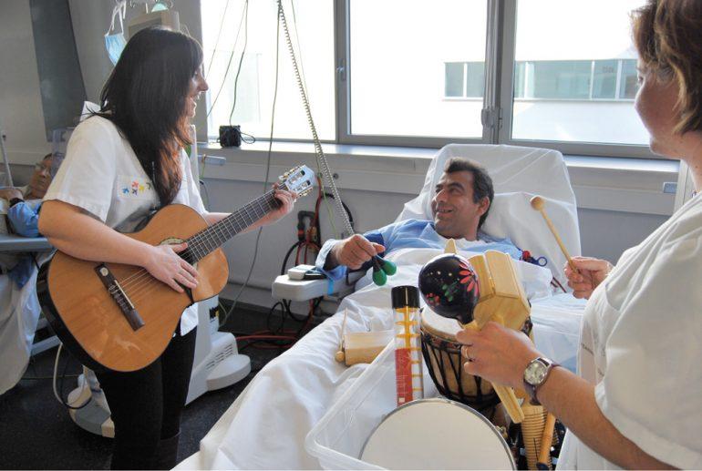 Musicoteràpia a l'Hospital de Dénia.jpg
