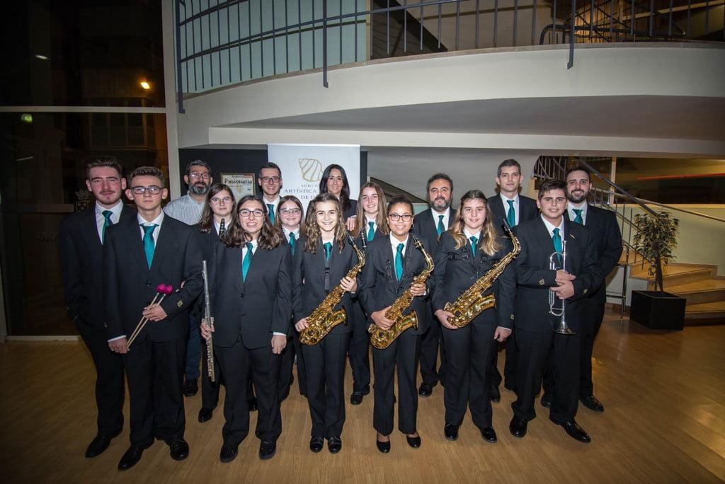 Nuevos músicos de la Banda de Dénia y sus padrinos