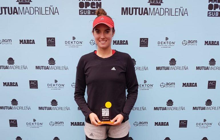 Andrea Rodó amb el seu trofeu