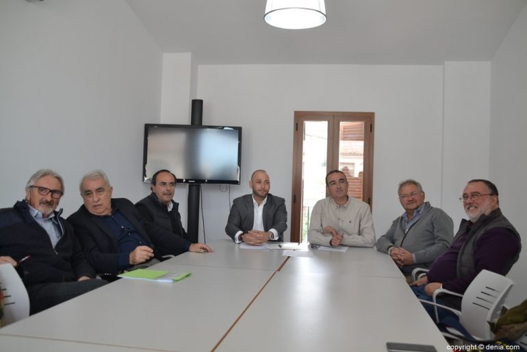 Plataforma Cívica de Dénia durant una roda de premsa
