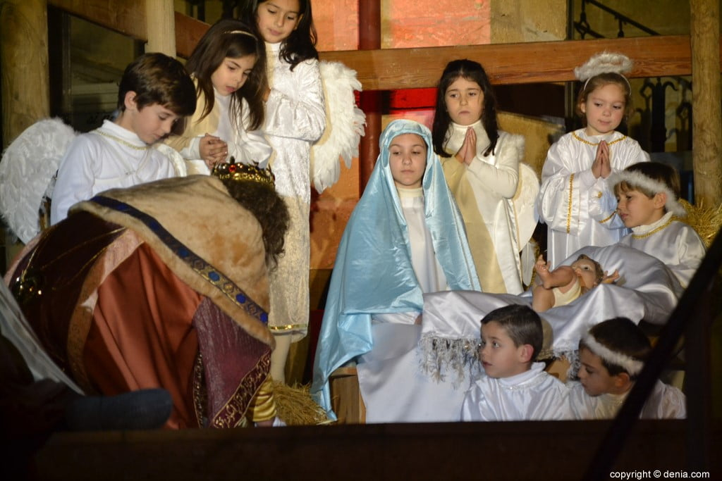 Cabalgata Reyes Magos Dénia 2019 - Adoration de l'enfant Jésus