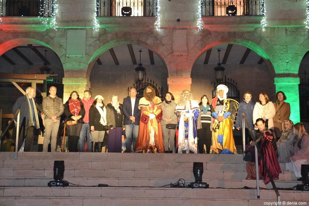 Cabalgata Reyes Magos Dénia 2019 - Les rois avec les autorités locales