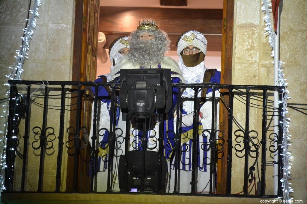 Cabalgata Reyes Magos Dénia 2019 - Melchor du balcon