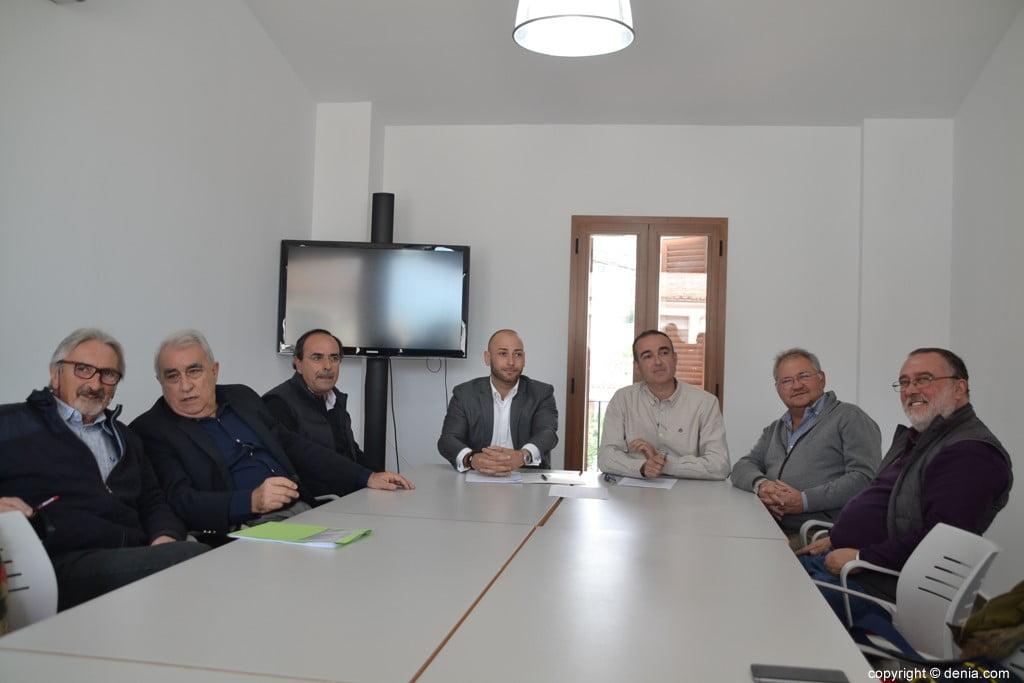 Платформа Cívica де Дения во время пресс-конференции