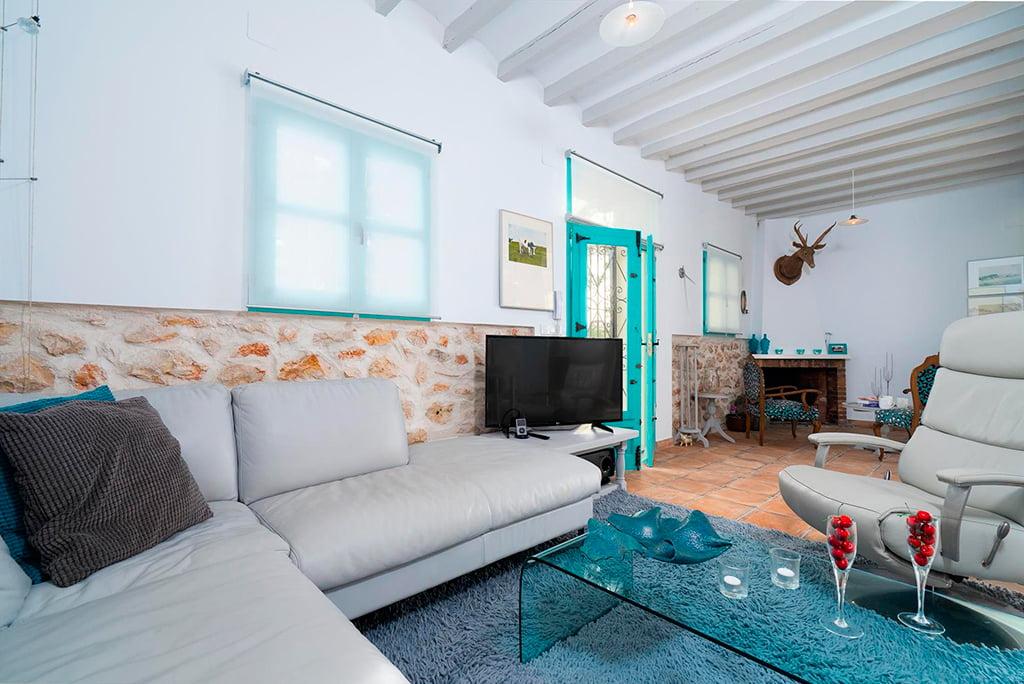 Sala de estar de la acogedora casa aguila rent a villa for Desarrollar una gran sala de estar