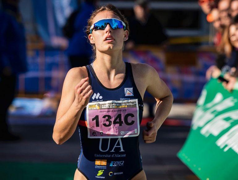La triatleta dianense Andrea Fernández en pleno esfuerzo