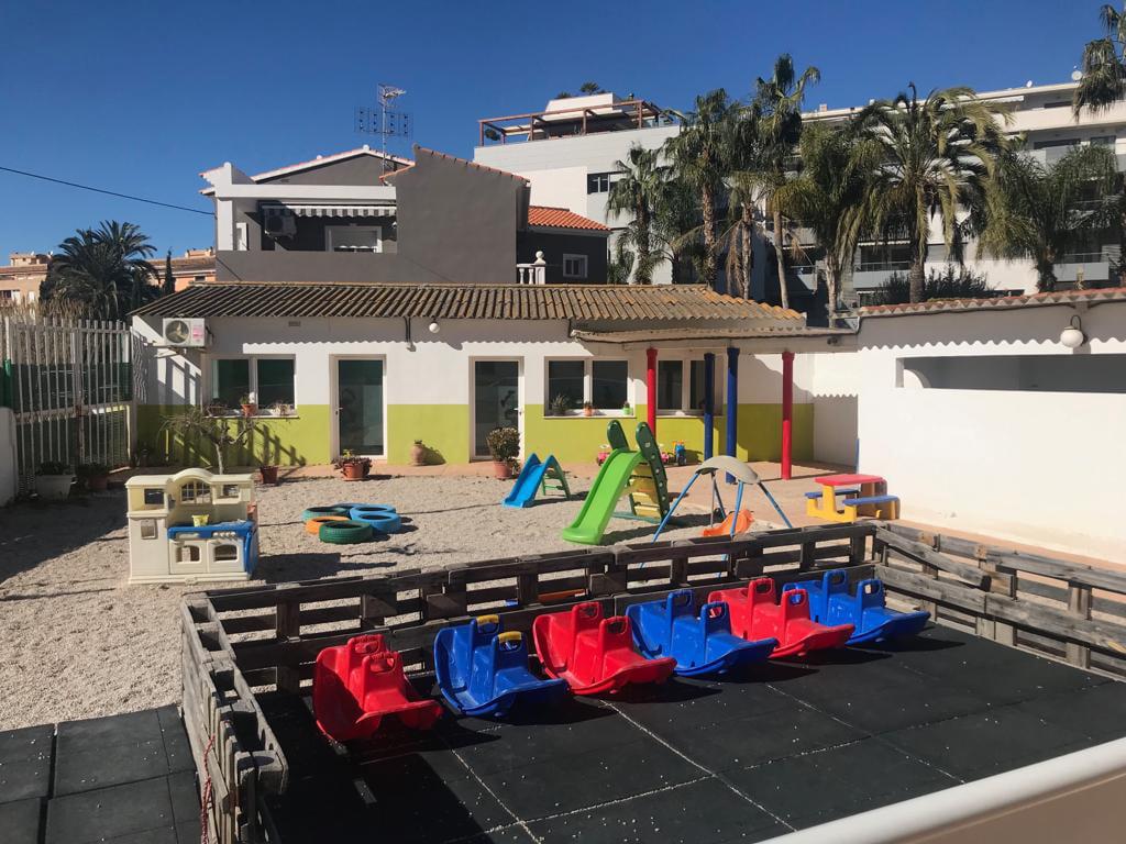Buitenterras om te spelen in La Escoleta El Castellet