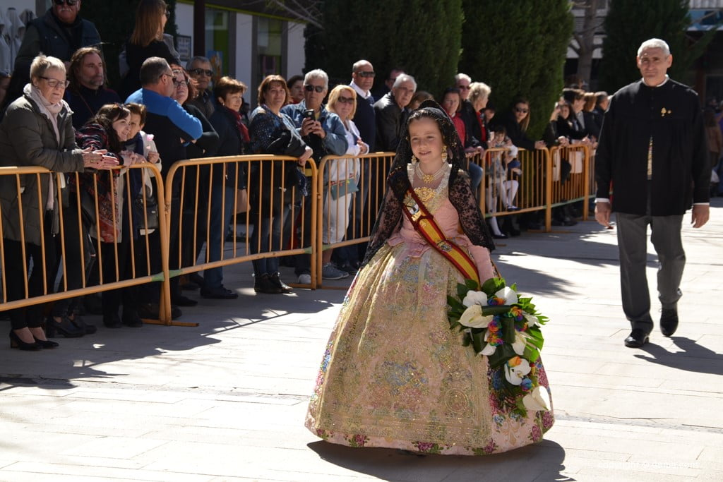 16 Offering of flowers in the church - Arrival in the square