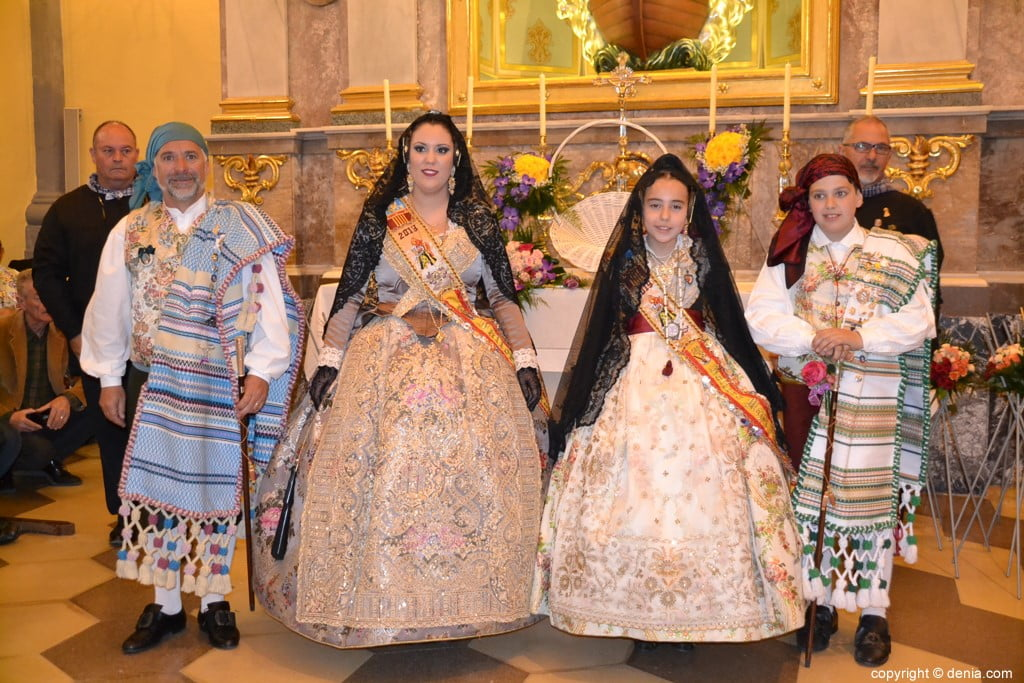 25 Offering of flowers in the church - Falla Campaments