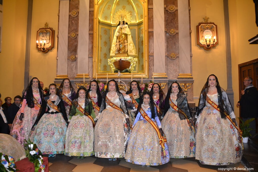 34 Offering of flowers in the church - Falleras mayores in the history of Dénia