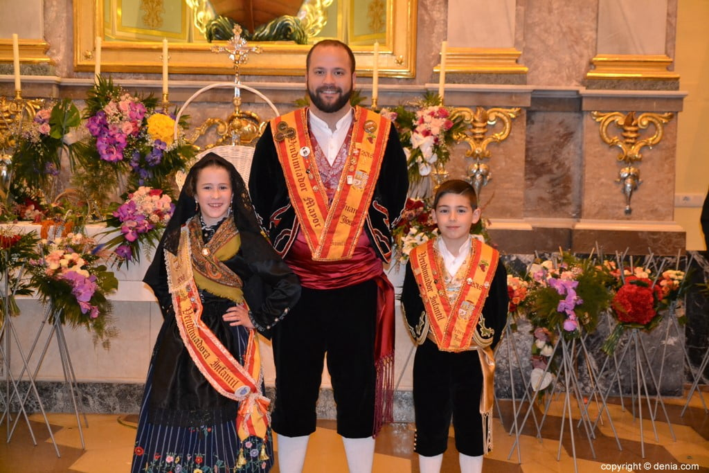35 Offering of flowers in the church - Representatives of Jumilla