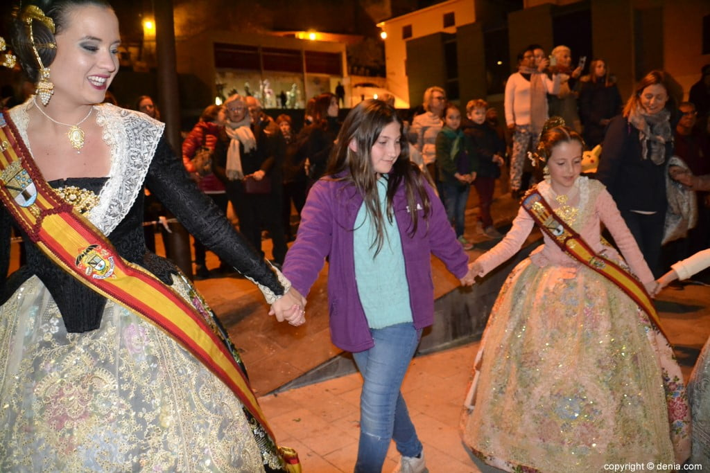 38 Cremà de la falla of the Local Board Fallera 2019 - Surrounding the fire