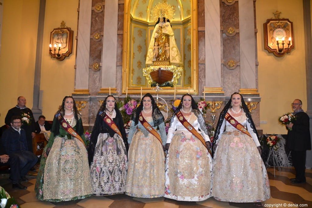 40 Offering of flowers in the church - Court of honor of Amparo