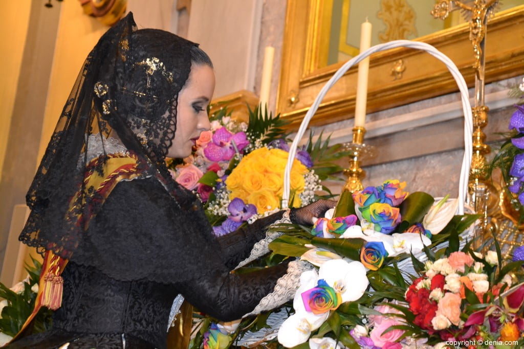 46 Offering of flowers in the church - Amparo Petrie