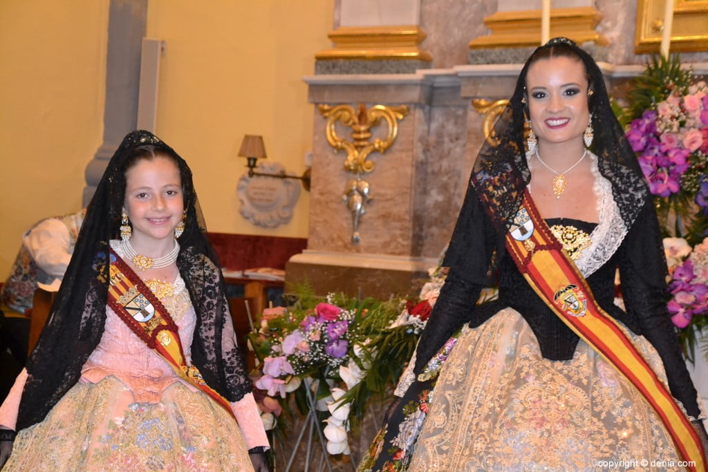 47 Offering of flowers in the church - Neus and Amparo