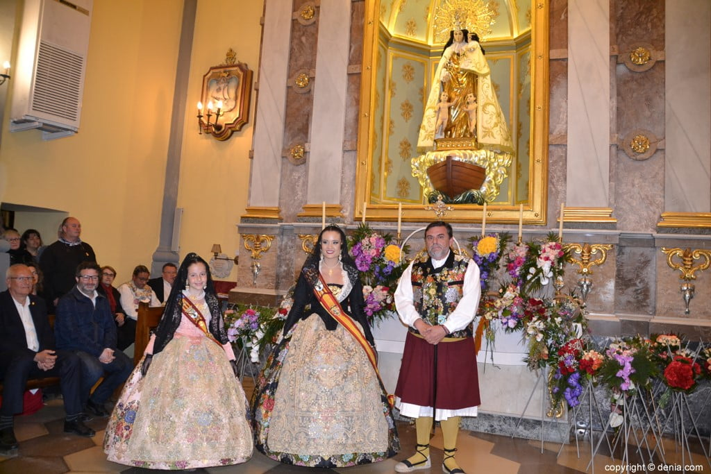 48 Flower offering in the church - Neus and Amparo with José Vicente Benavente