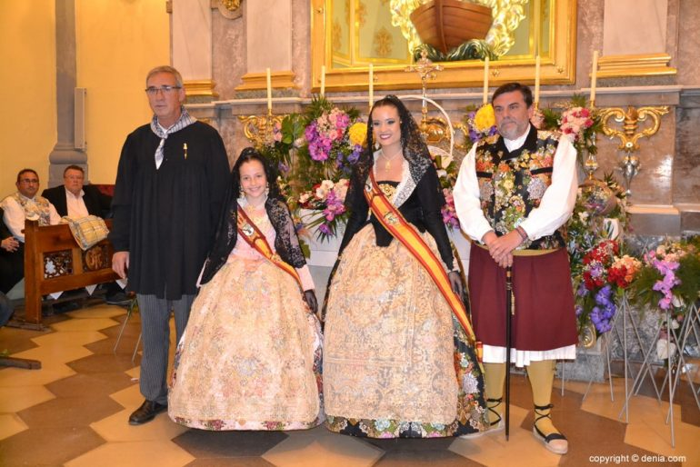 49 Offering of flowers in the church - Neus and Amparo with Paco Arnau