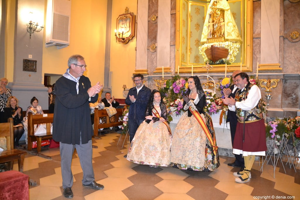 51 Offering of flowers in the church - Neus and Amparo