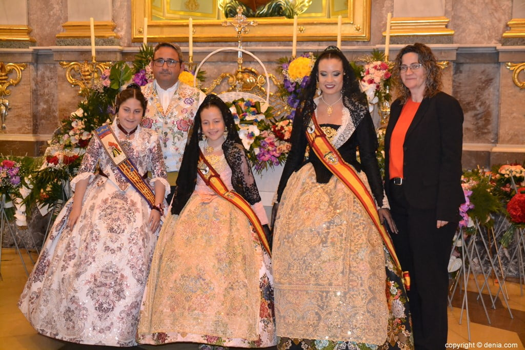 55 Offering of flowers in the church - Family of Neus Suárez