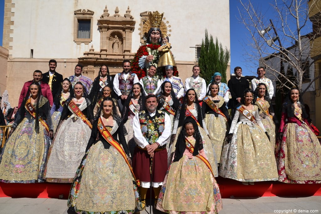 60 Offering of flowers in the church - Charges of the failures of Dénia