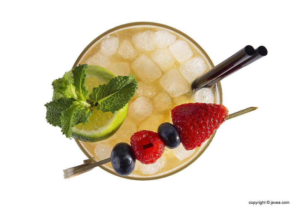 Cóctel con fruta – Restaurante Ammos