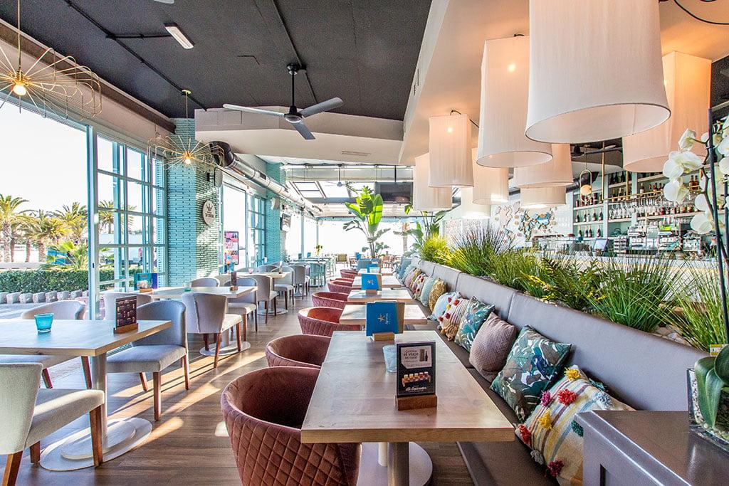 Comedor grande y luminoso – Restaurante Ammos