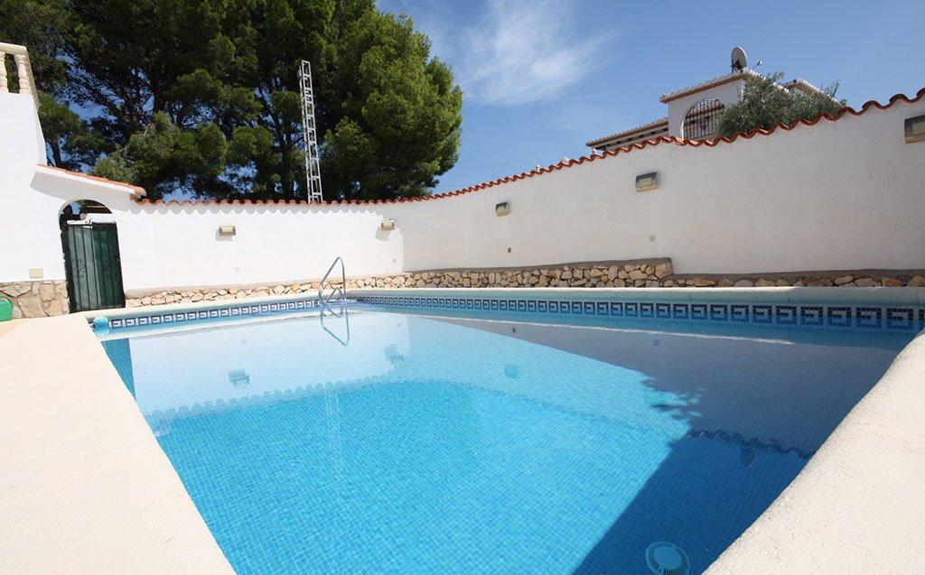 Prive zwembad van de villa Stella Inmo Consulting