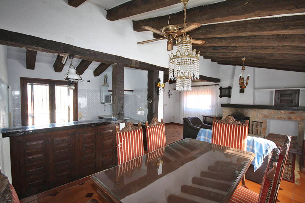 Living room and dining room rustic style Stella Inmo Consulting