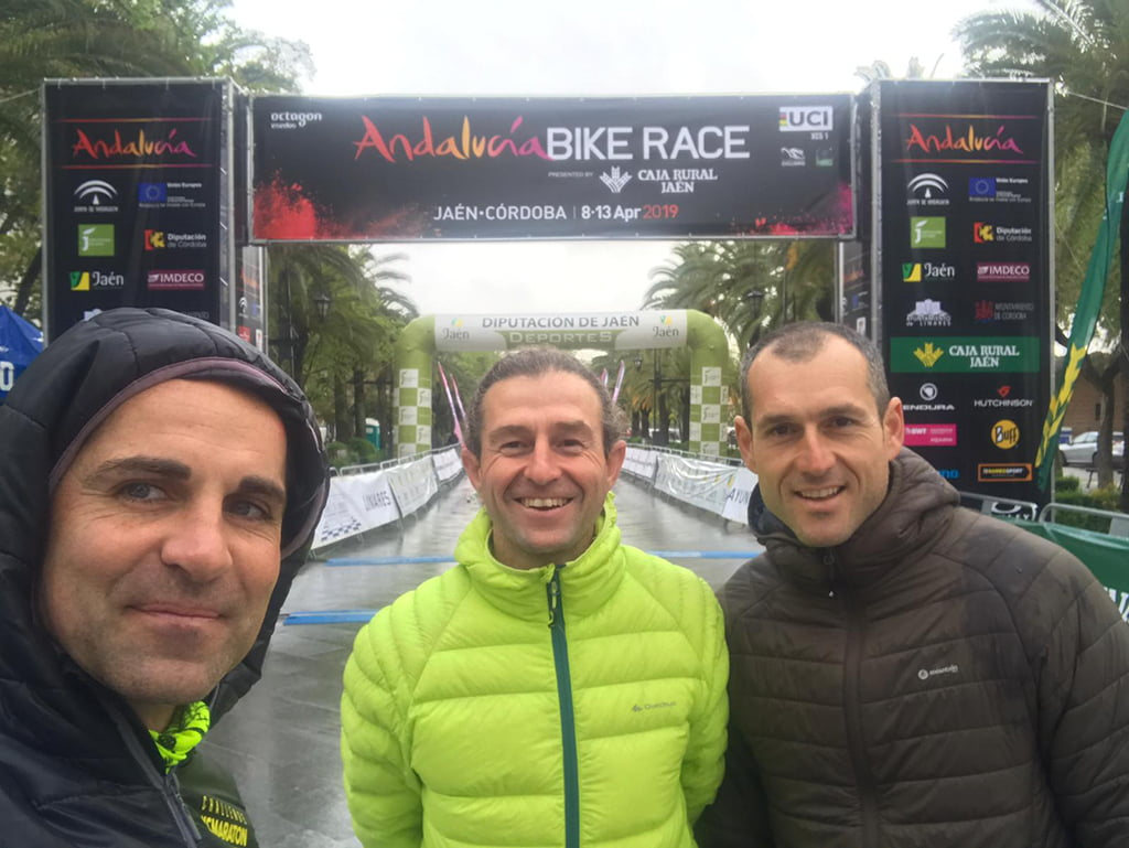 Ciclistes de la Cava Team a l'Andalusia Bike Race