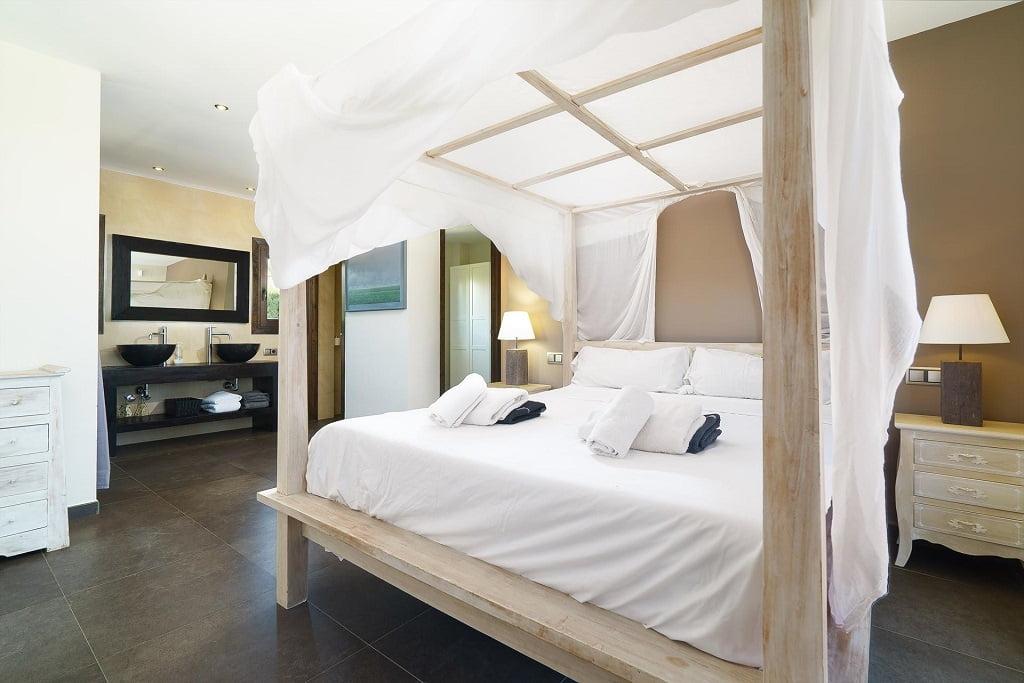 Gran dormitori vila lloguer a Aguila Rent a Vila