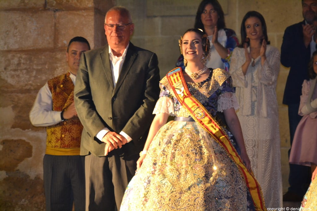 Elección de las falleras mayores de Dénia 2020 – Safir y el alcalde