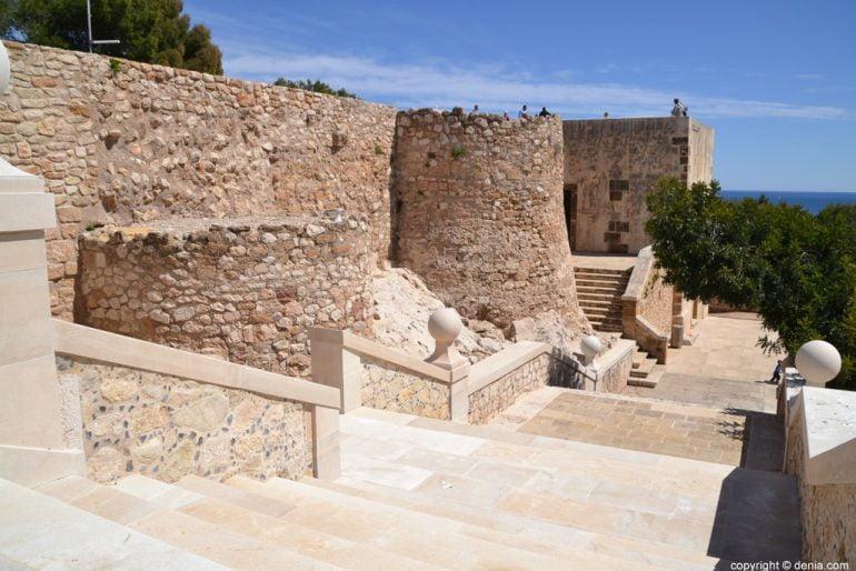 Escalera del Palau del Duc de Lerma en el Castillo de Dénia
