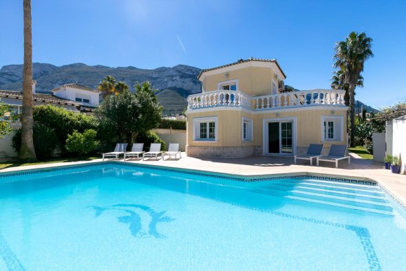 Impresionante Villa De Alquiler Vacacional En Quality Rent A