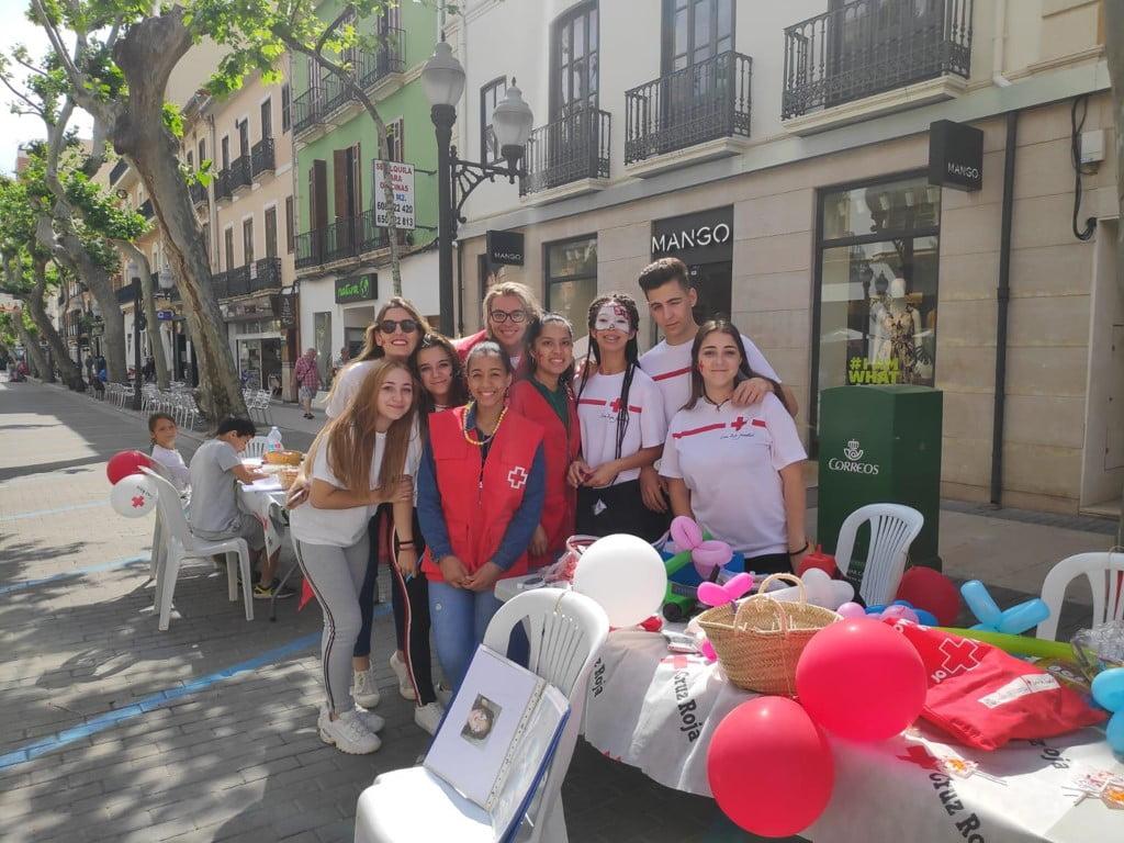 Voluntaris de Creu Roja el Dia de la Bandereta