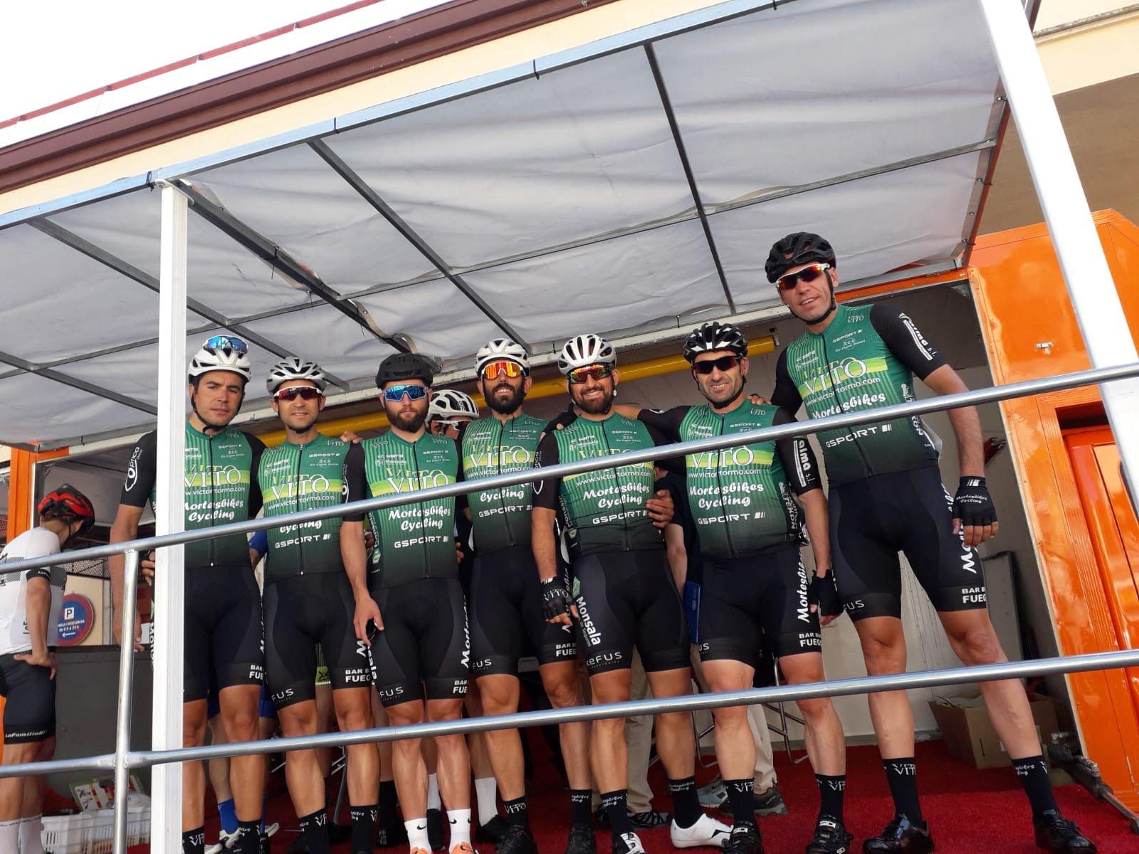 Ciclistas del Vito-UCMontgó en Tarragona